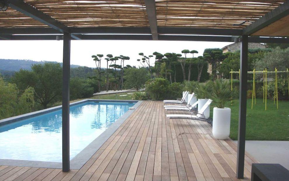 ombrage terrasse - pergola en bois avec canisses